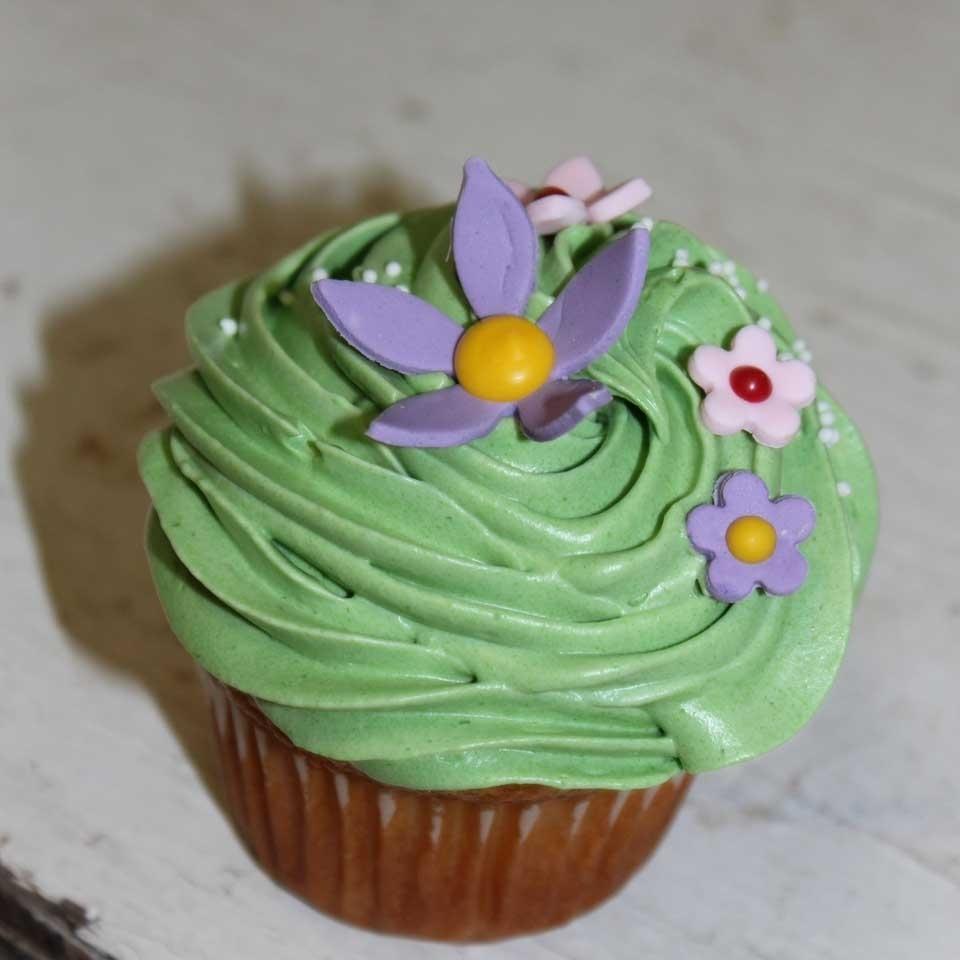 Invermere Bakery - Cupcake Flower