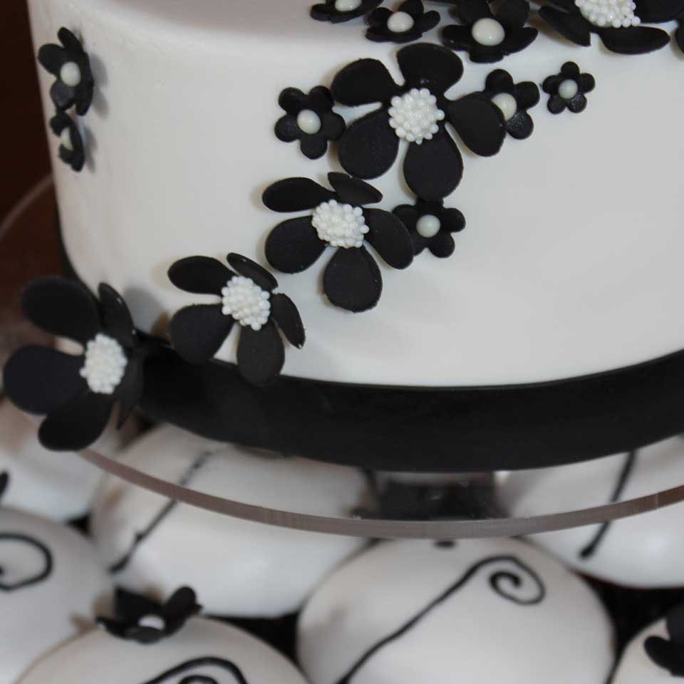 Invermere Bakery - cupcakes_flower_detail2